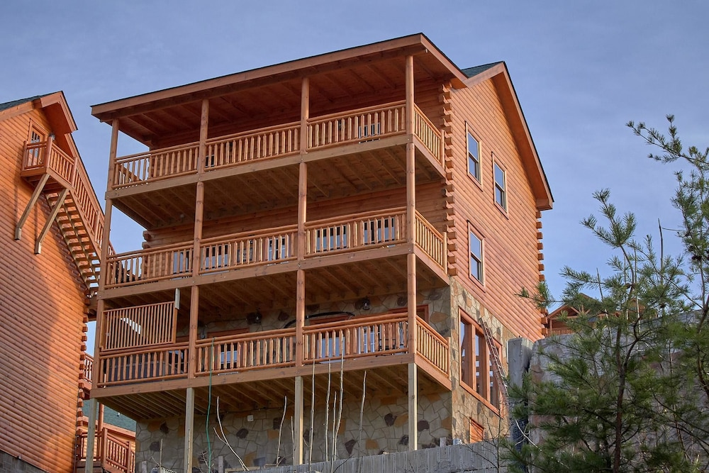 Top Of The World Pool Lodge Apartment 3 in Gatlinburg