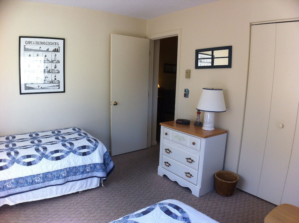 Room, Book it Now! Clean Cute Family-friendly Ocean Edge Cond