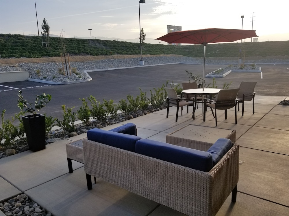 Terrace/Patio, Hampton Inn Arvin Tejon Ranch, CA