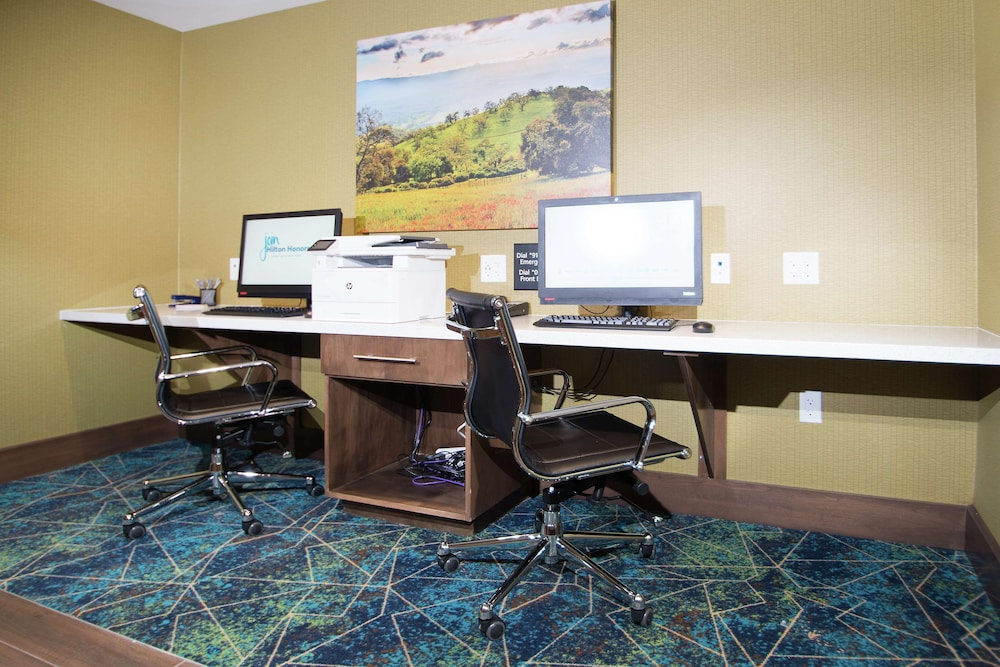 Business Center, Hampton Inn Arvin Tejon Ranch, CA