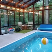 Stunning Home on 25-acre Woodland Estate W/pool, Hot Tub&sauna. 5 BR, Sleeps10