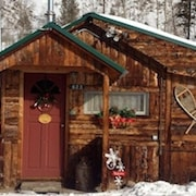Charming Storybook 1940's Cabin Located In The Heart Of Grand Lake Village