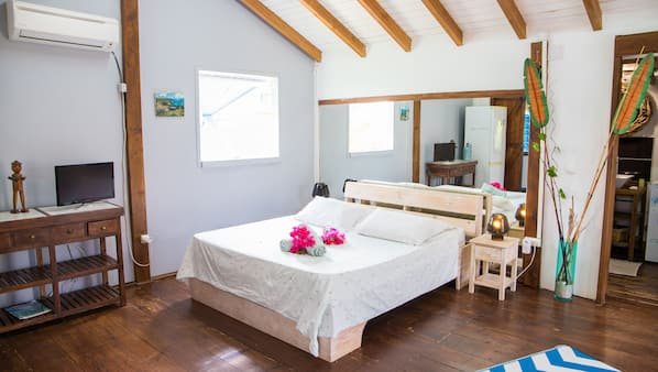 1 chambre, bureau, fer et planche à repasser, lits bébé