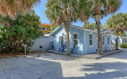 Blue Heron Cottage 6 - Beachside, Heated Pool, a Gem!