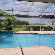 Gorgeous Lake Front Pool Home! Close to Orlando and Tampa Attractions!