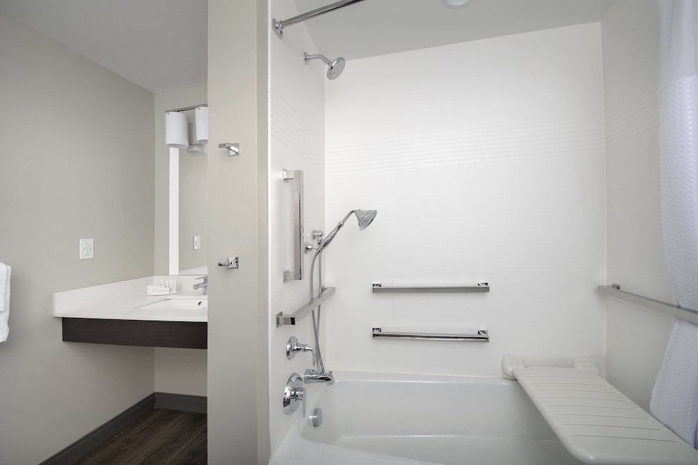 Bathroom, TownePlace Suites by Marriott College Park