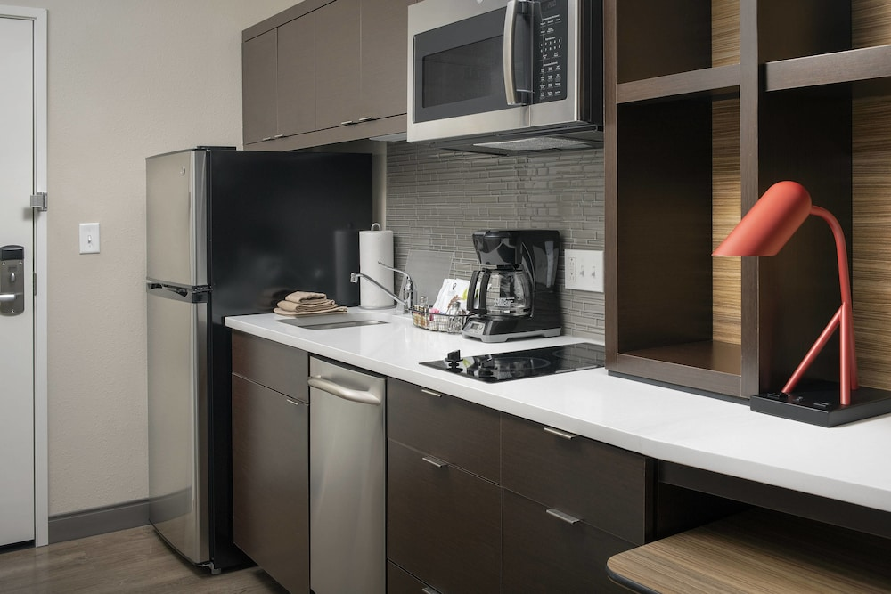 Private Kitchen, TownePlace Suites by Marriott College Park