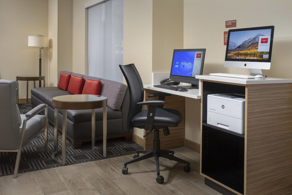Business Center, TownePlace Suites by Marriott College Park
