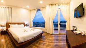 Premium bedding, down comforters, desk, blackout drapes