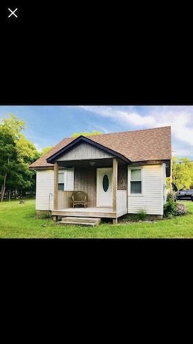 Newly Remodeled, Cozy Cottage Only Steps Away From the Katy Trail in Windsor, MO