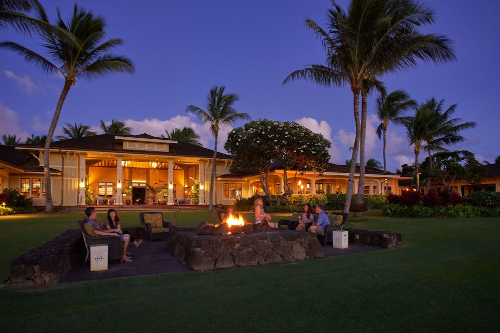 Courtyard, The Lodge at Kukui'ula