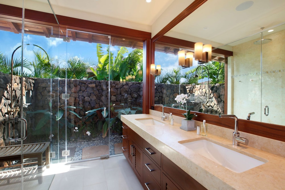 Bathroom, The Lodge at Kukui'ula