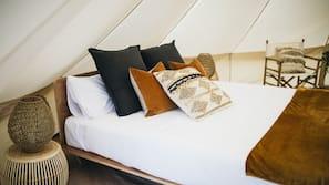 Premium bedding, free WiFi, linens, wheelchair access