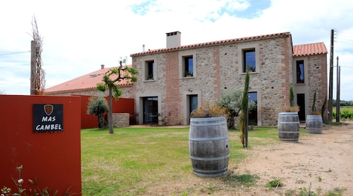Traditional Farmhouse in the Heart of a Vineyard With Panoramic Views