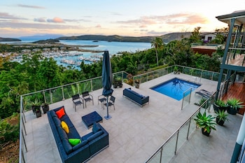 The Vue on Hamilton Island Deluxe Ocean View 4 Bedroom Refurbished House With 2 Golf Buggies