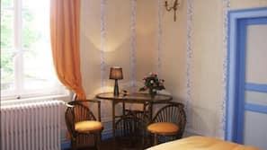 6 chambres, décoration personnalisée, ameublement personnalisé, bureau