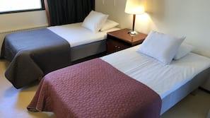 4 makuuhuonetta, työpöytä, ilmainen Wi-Fi