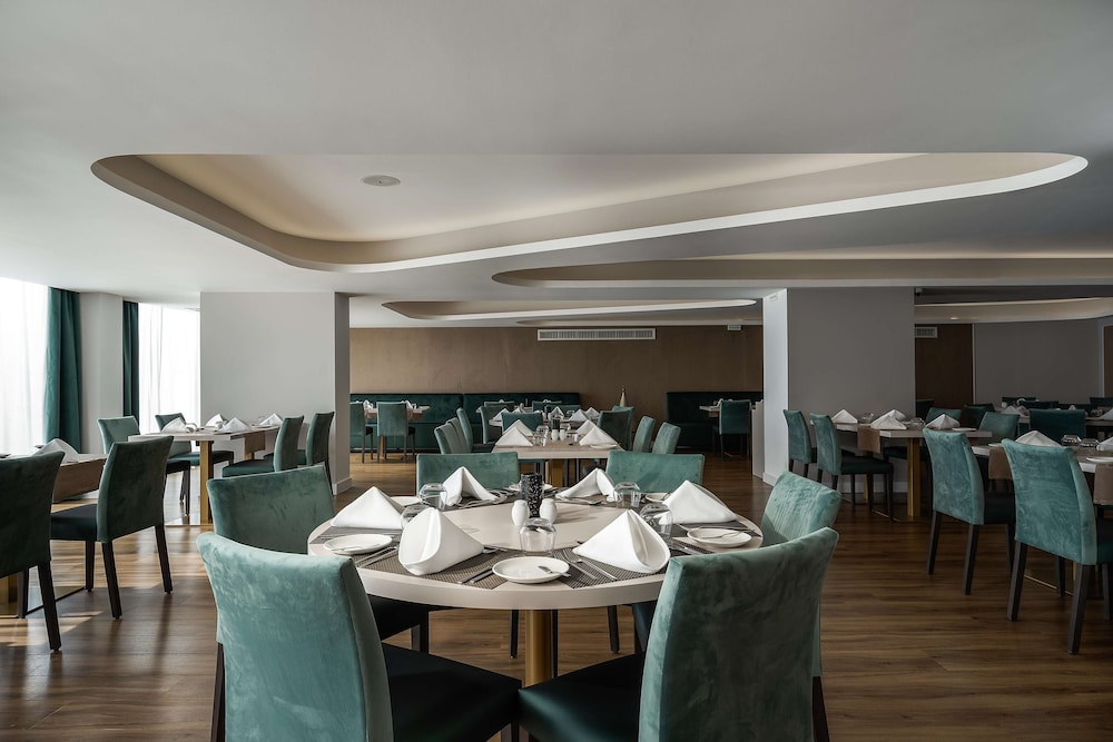 Restaurant, Jupiter Albufeira Hotel - Family & Fun