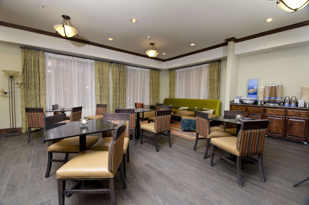 Restaurant, Hampton Inn & Suites Gallup