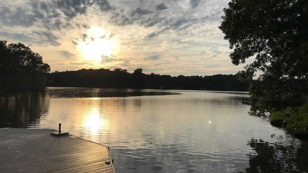 Lake, Connect & Retreat at Hyco Hangout! W/boat Options!