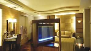 1 間臥室、高級寢具、書桌、窗簾