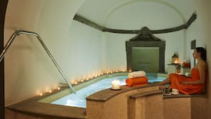 Bañera de hidromasaje en el interior