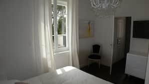 3 chambres, literie de qualité supérieure, rideaux occultants