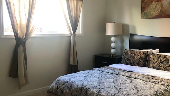 4 間臥室、熨斗/熨衫板、上網、床單