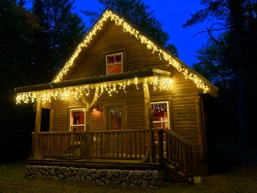 Cozy, Secluded, Year-round Cabin Rental With A Hot Tub!