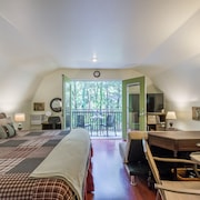 Woodlands Guesthouse With its Tree House Feel is Close to it all in Tallahassee