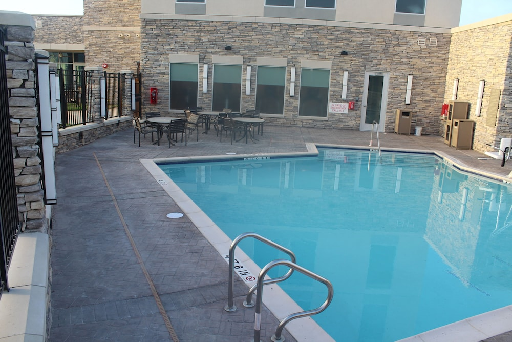 Outdoor Pool, Hyatt Place Austin Cedar Park