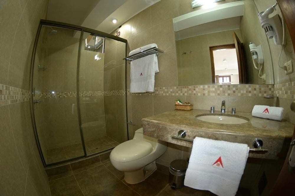 Bathroom, La Aurora Hotel