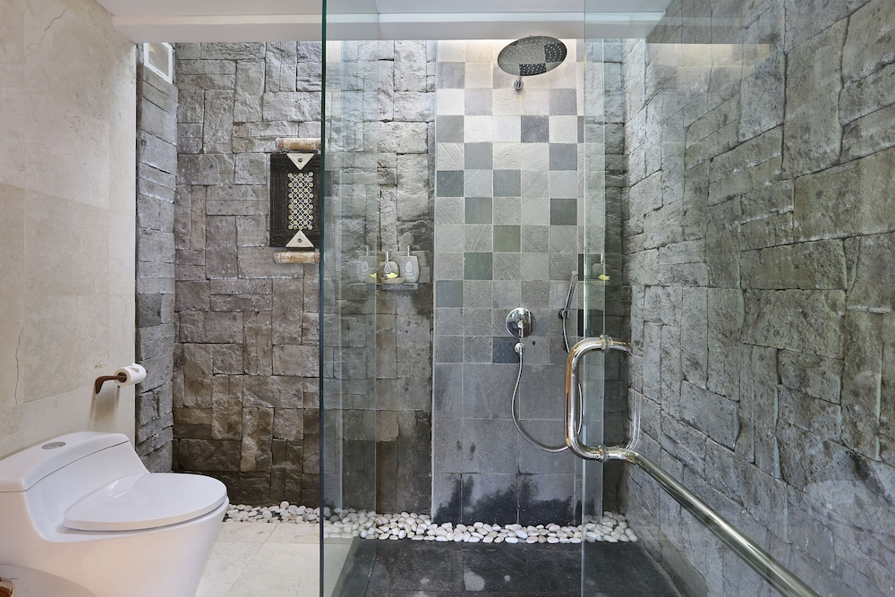 Bathroom Shower, The Kayon Jungle Resort by Pramana