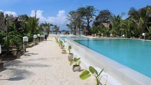 Plage, parasols, massages sur la plage