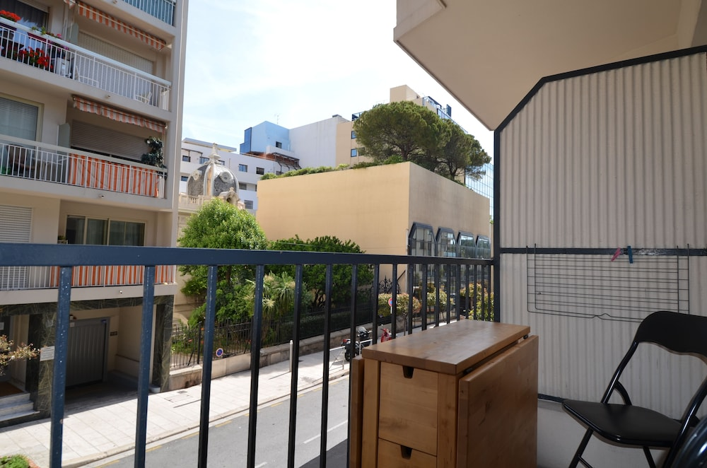 Balcony, Large studio 4 persons near Promenade des Anglais in Nice