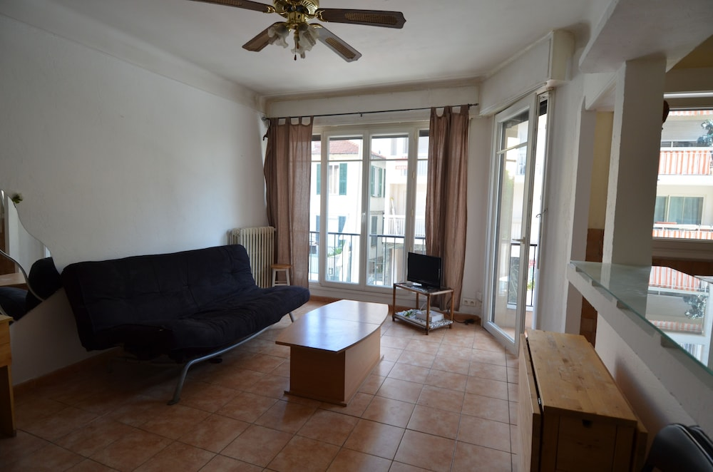 Featured Image, Large studio 4 persons near Promenade des Anglais in Nice