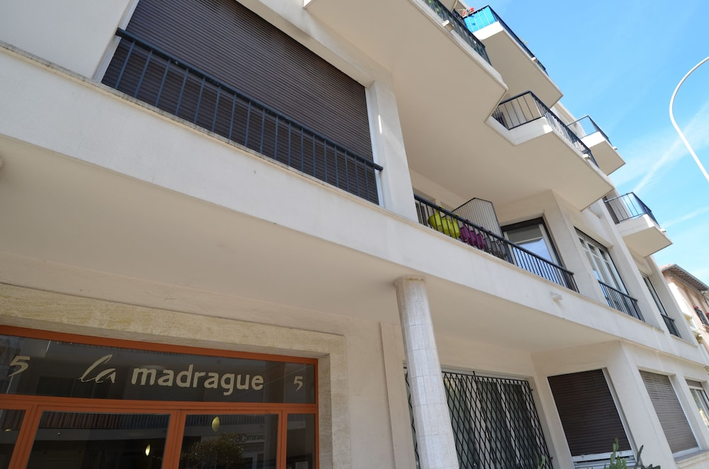 Front of Property, Large studio 4 persons near Promenade des Anglais in Nice