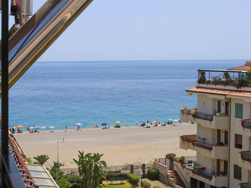 Penthouse With Direct Access to the Sea, Lift, Parking Space