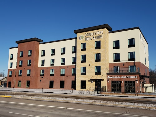 Cobblestone Hotel & Suites - Appleton International Airport