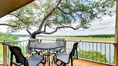 3br 2ba Water Front Lake Travis/boat Launch 3 Bedroom Townhouse