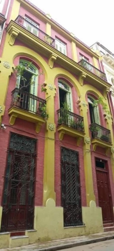 Front of Property, B&b Vitrales - Heart of Old Havana - Boutique 2