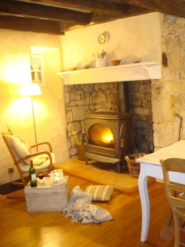 A Romantique Pittoresque House Located Inside The Fortified Walls Of