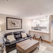 Modern Remodeled Condo @ Mtn Base With Easy Access to Hiking/biking Trails
