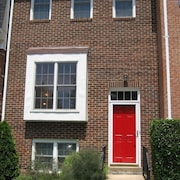 Gorgeous Big Townhouse Bargain 9 min to District - 2 MBR 2 Full, 2-1/2 Bath