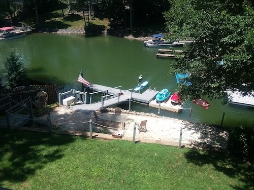 Beautiful Apt Lake Norman- Private Dock, Right on the Lake! Boat/ski Rental!
