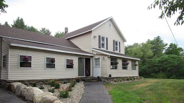 30 Minutes TO Lake George Spacious Home for Vacation Home Base!