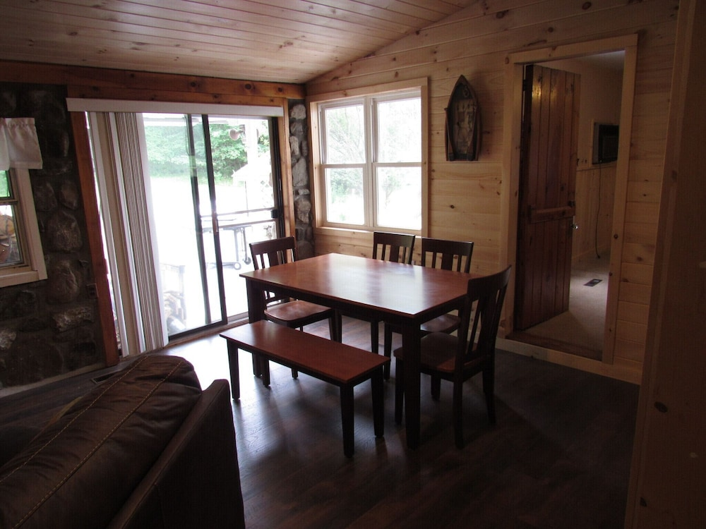 In-Room Dining, 30 Minutes TO Lake George Spacious Home for Vacation Home Base!