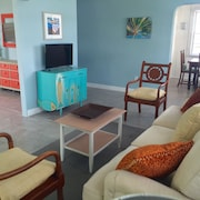$99 Summer Special - Mel Beach In-town Beach Location! Bright & Beachy!