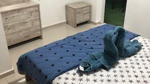 1 Schlafzimmer, hochwertige Bettwaren, Schreibtisch