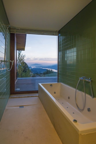 Bathroom, New House With 4 Suites, Beautiful View Over the River
